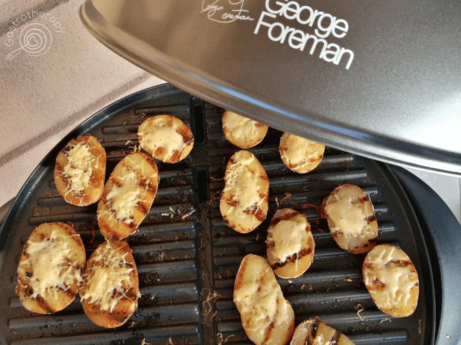 a grill tarja mellé köretnek készíthetünk grillen süt sajtos krumplit